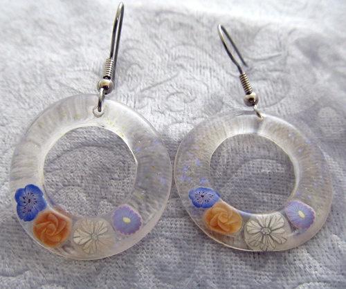 Aretes encapsulados con resina cristal
