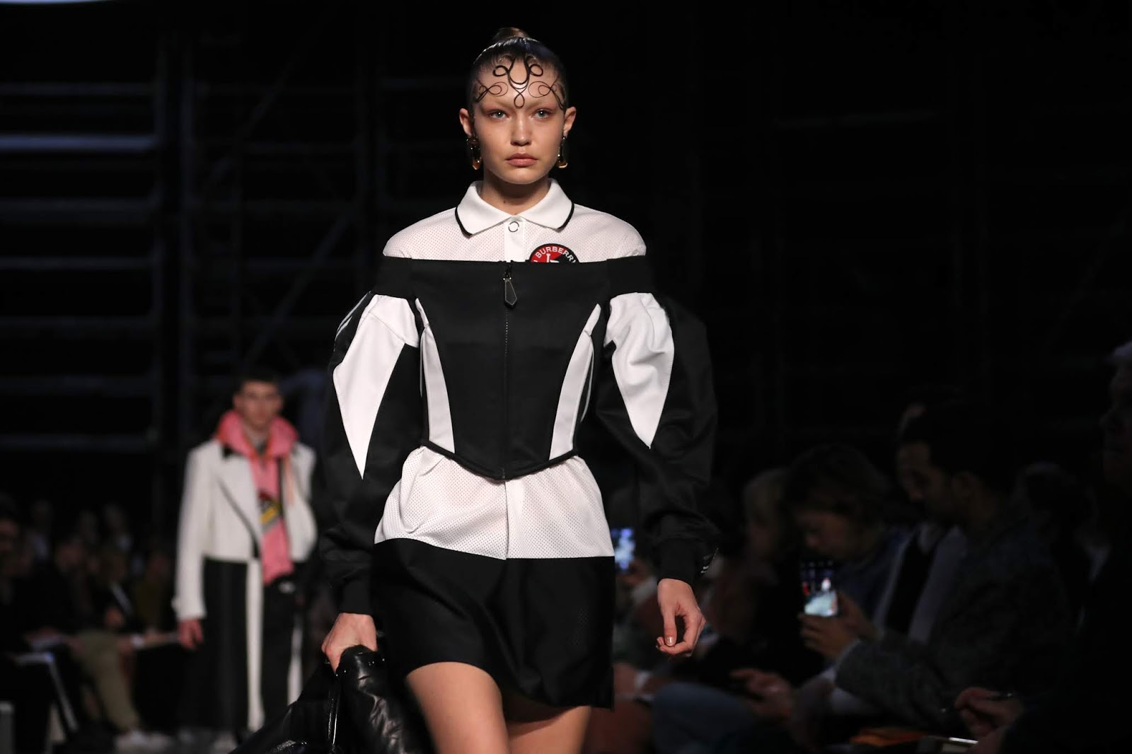 Gigi Hadid - Burberry 2019 A / W collection catwalk show at London Fashion Week - 02/17/2019