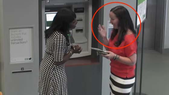 Aksi Menyedihkan Seorang Wanita di Mesin ATM yang Dirakam Kamera Tersembunyi