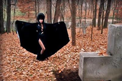 Elviras Haunted Hills 2001 Movie Image 11