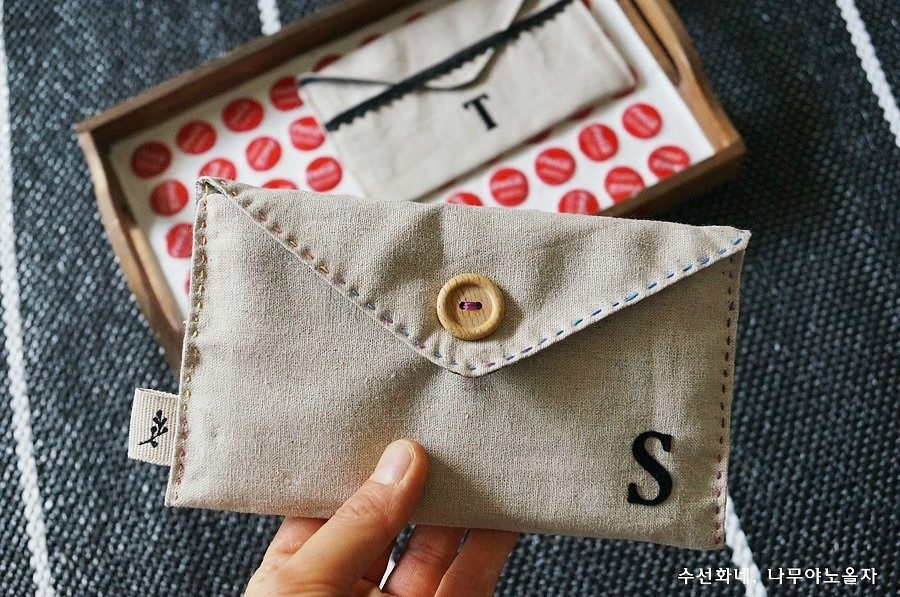 Travel Wallet, Money Envelopes, Cash Envelopes, Budget Envelope, Fabric Wallet.  Pretty Fabric Envelopes to hold gift cards tutorial.