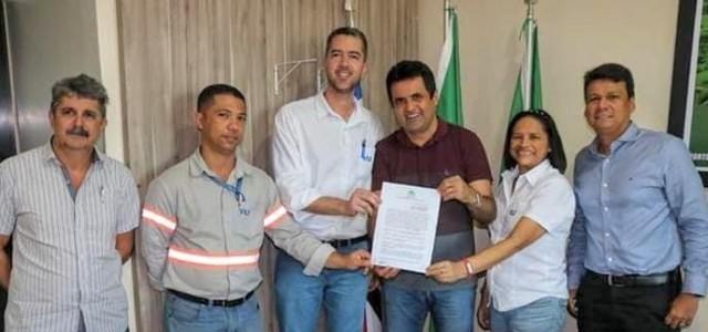 Prefeito Nelson Horácio assina convênio para receber ambulância para Porto Franco!!!