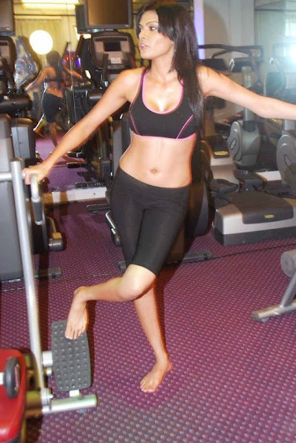 Sherlyn Chopra navel show workout