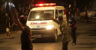 Astaga! Lompat dari Ambulans, Pasien Covid-19 Langsung Membaur dengan Para Pendemo Omnibus Law