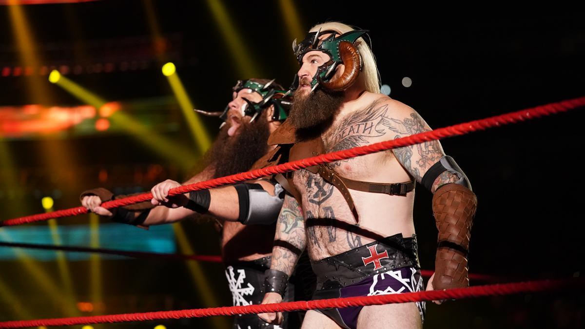 Viking Raiders retornam durante o WWE RAW