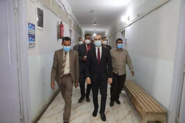 نائب محافظ سوهاج يتفقد سير العمل بإدارة خدمة المواطنين بمديرية التموين