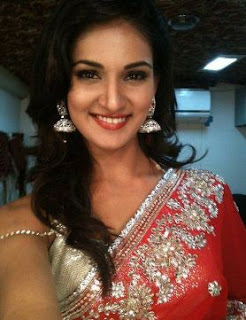 Mukti Mohan Family Husband Son Daughter Father Mother Marriage Photos Biography Profile.