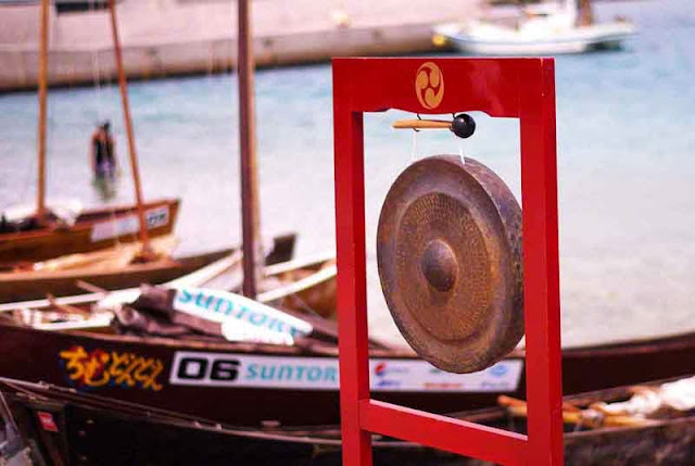shoreside, gong for starting sailing sabani boat races