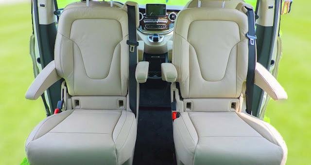 Băng giữa Mercedes V250 Avantgarde 2017 được thiết kế 2 ghế ngồi độc lập rất rộng rãi, thoải mái