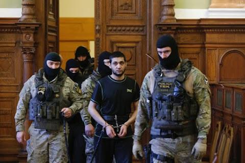"""""""Életlen késsel levágta a férfi fejét"""" – folytatódott a tárgyalás a Budapesten elfogott terrorista ügyében"""