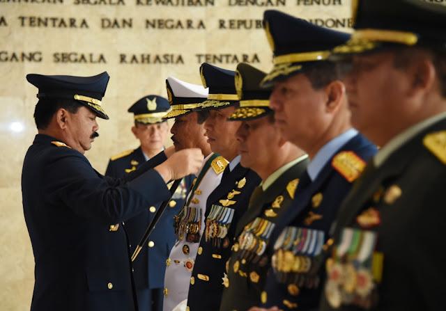Lima Pati TNI Terima Bintang Dharma