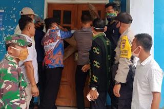 Camat Mpunda Pimpin Pembukaan Segel Kantor Kelurahan Sambinae