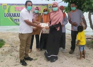 Di Momen Kegiatan Mini Lokakarya, Kepala PKM Paruga Beri Penghargaan kepada Pegawai