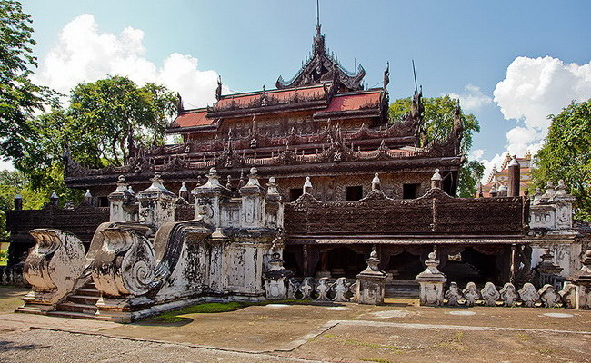 Xvlor.com Shwenandaw Monastery is Buddhist structure built by King Thibaw Min