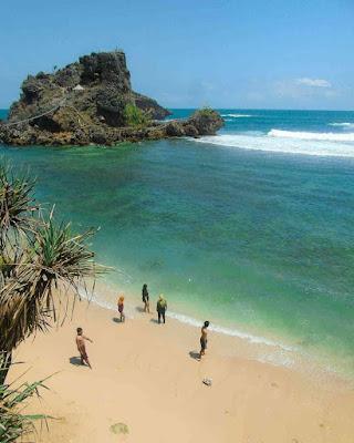 Karang Pantai Nglambor