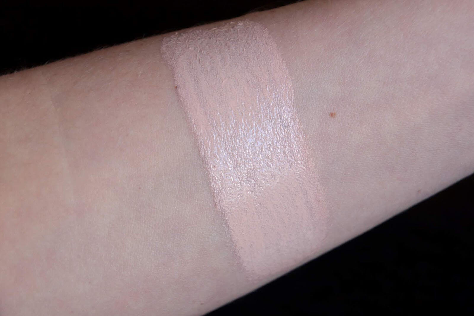 Tom Ford Shade Illuminate Fond de Teint porcelain swatch