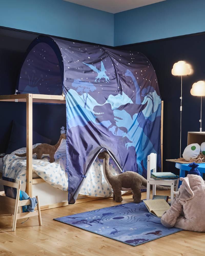 Dormitorio infantil con litera con capota