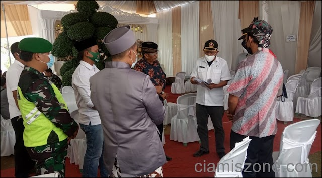 Satgas Covid-19 Bubarkan Acara Resepsi Pernikahan di Pamarican