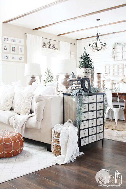 Tips on how to decorate after Christmas. How to decorate during January and February. Winter decorating ideas. How to decorate for winter. Farmhouse winter decor and decorating ideas. Winter mantel decor. How to decorate your coffee table.
