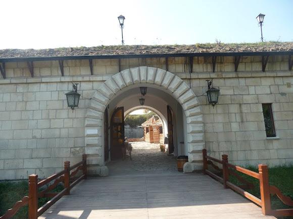 Золочів. Замок. Міст і в'їзд.