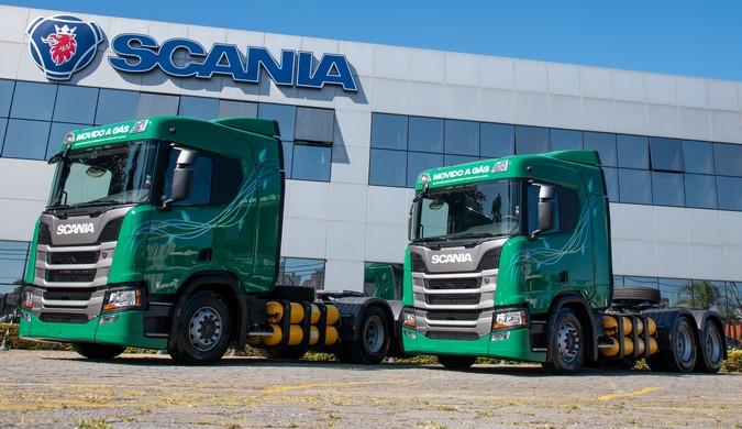 Scania entrega os primeiros caminhões a gás do Brasil