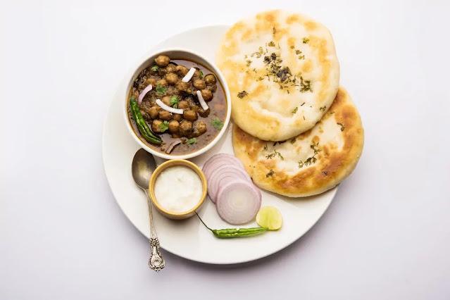 Kulche Chole Recipe in Hindi