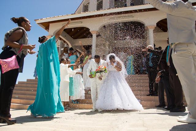 mariage-Guadeloupe-Basse-Terre-Sortie d'église sous les confettis