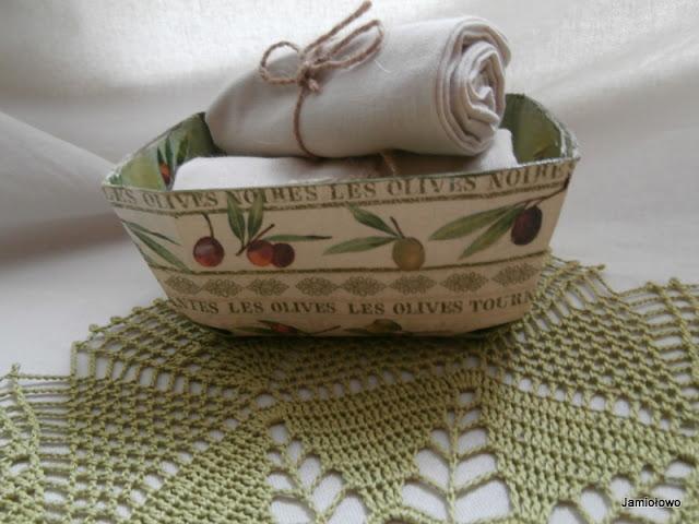 motyw oliwek wykorzystany do decoupage koszyczka