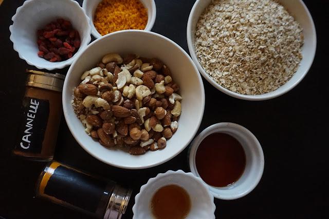 recette_recipe_homemade_granola_fait_maison_flocons_avoine_healthy_sain_vegan_reequilibrage_alimentaire_food_gourmand_simple_facile_petit_déjeuner_breakfast_orange_cajou_goji_agrumes_épices_cannelle
