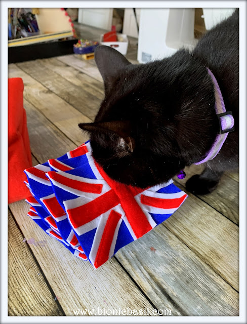 Parsleychecking the felting flag bunting ©BionicBasil® The Pet Parade 351