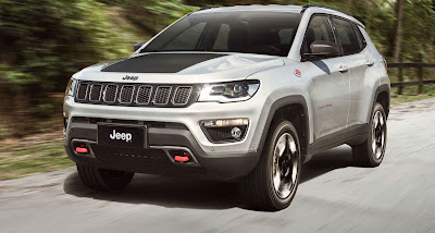 2017 Jeep Compass White front image