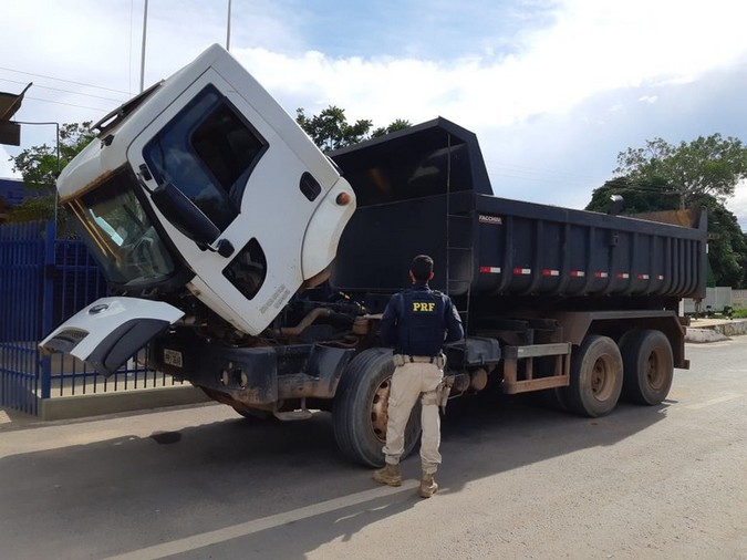 PRF flagra caminhão adulterado utilizando numeração de chassi de viatura oficial do Exército Brasileiro