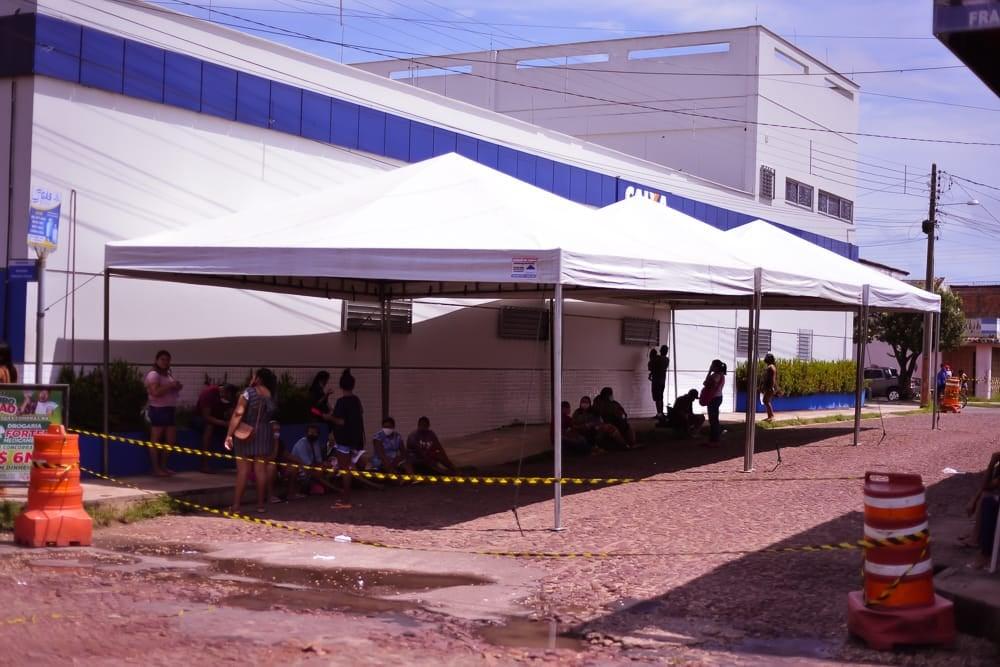 CHAPADINHA | Em Parceria com a CAIXA, Prefeitura Instala Tenda para Oferecer Conforto aos Clientes