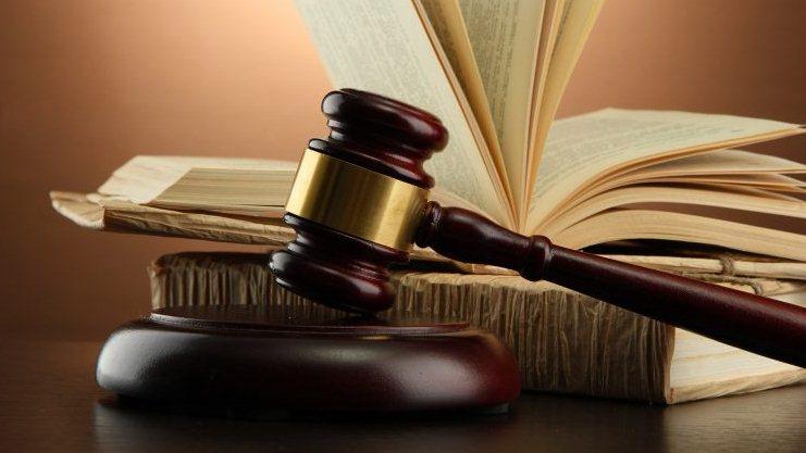 المحامي شخص قيادي فأما ان يحترم نفسه وعقله او يصمت