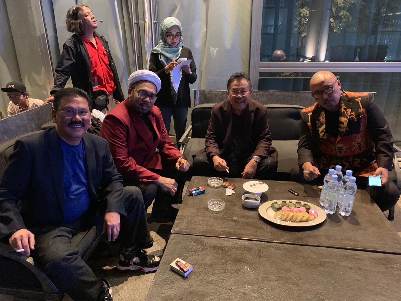 Catatan Ilham Bintang : Ada Buzzer Istana Di ILC TVOne