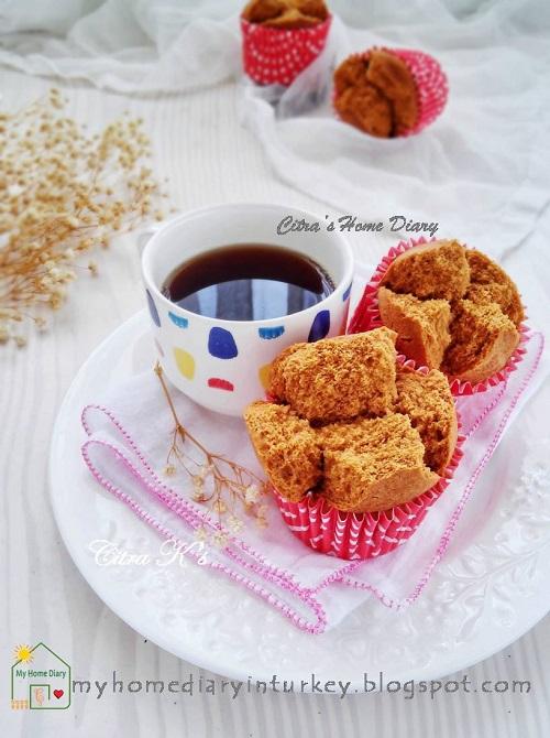 BOLU KUKUS GULA MERAH BEREMPAH / INDONESIAN PALM SUGAR STEAMED CUP CAKE  Çitra's Home Diary. #steamedcake #bolkusmekar #bolukukusmekar #bolukukusgulamerah #resepjajantradisional #indonesiansnack #indonesianfoodrecipe #steamedcake #palmsugar #palmsugarcake #snack
