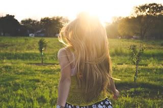 un cabello bonito requiere un cuero cabelludo sano