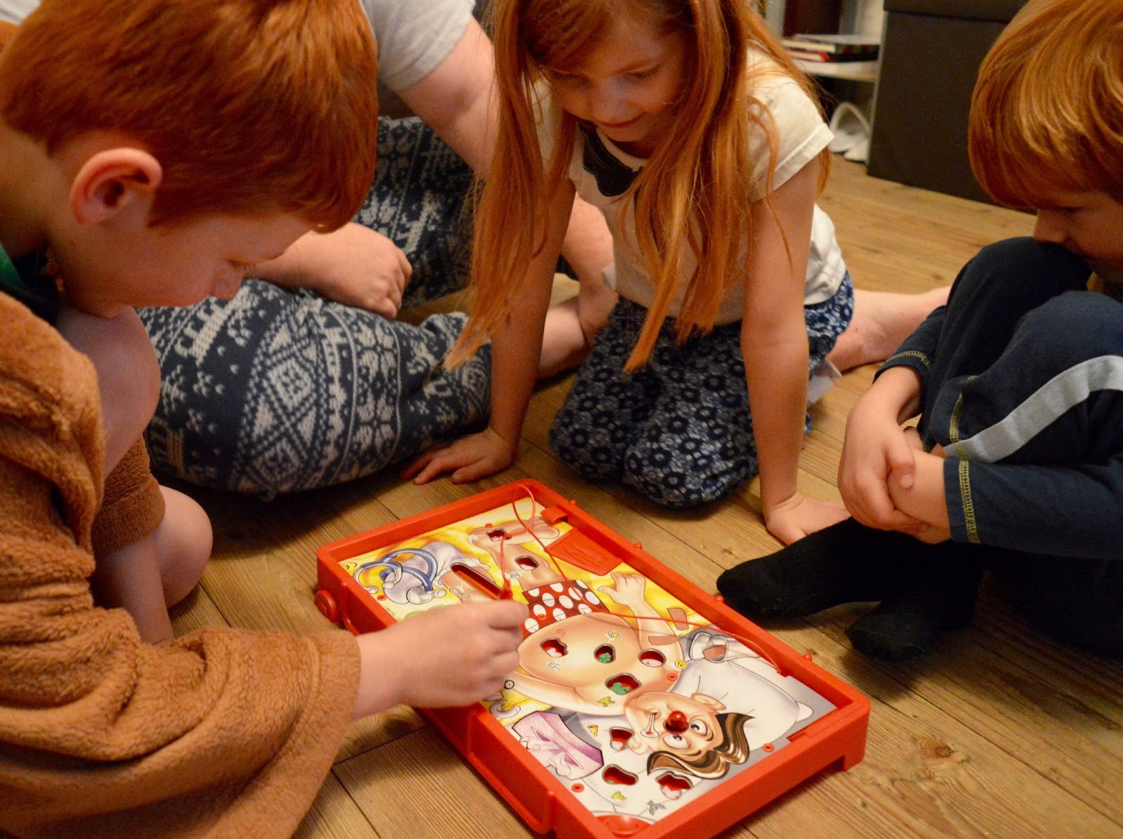 20+ ways to save money during the school holidays  - play board games