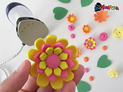 fiore in gomma crepla modellato con ferro da stiro