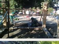 Ciptakan keamanan lingkungan Anggota Satgas TMMD Kodim 0808/Blitar bangun Pos Kamling