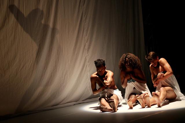 """Cia. Sansacroma dança a loucura em """"Sociedade dos Improdutivos"""""""