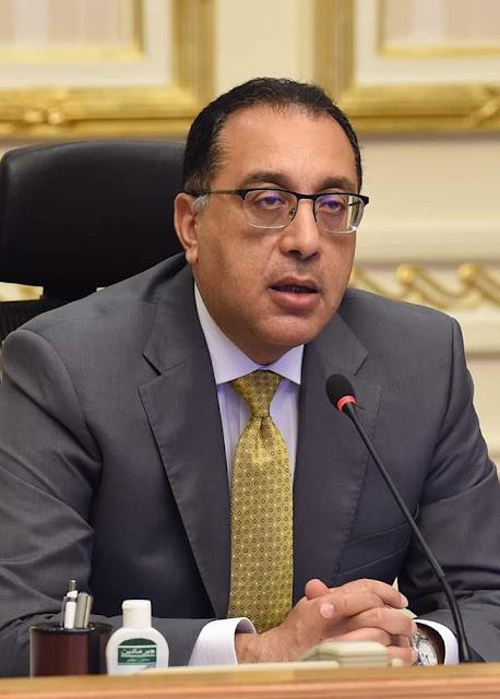 """رئيس الوزراء يستعرض تقريرا حول متابعة نتائج لقاحات """"كورونا"""" عالميا"""
