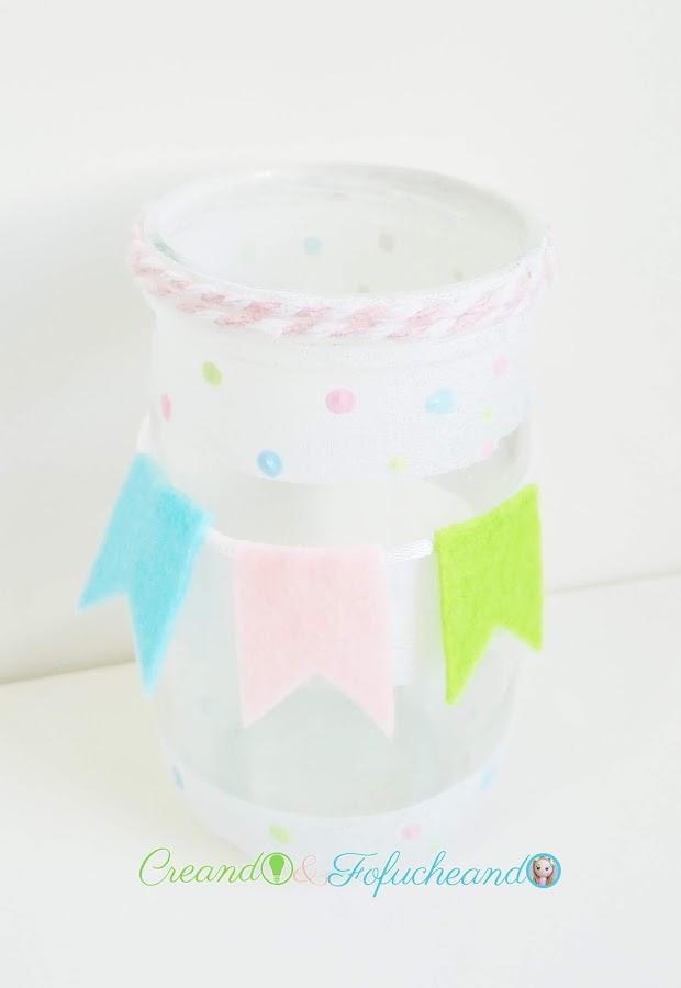 Frasco-Puntillismo-y-banderines-3-ideas-para-decorar-frascos-de-cristal-creandoyfofucheando