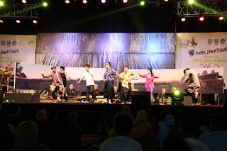 Di Festival Pertunjukan Rakyat, Disparbud Jember Tampilkan Gandrung Kentrung Jos