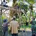 Keren ! TNI dan Masyarakat Desa Banyuputih Kidul Gotong Royong Dirikan Pos Kamling