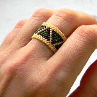Кольцо из бисера - этно-кольцо с узором