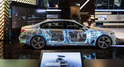 BMW 7 Series gets the new advanced Visual Projection on the Dealership | Men Ride it