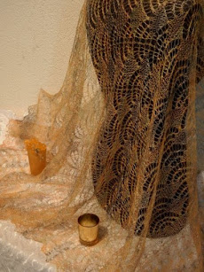 TE KOOP:NIEUW: Grote Okergeel goudgele stola.