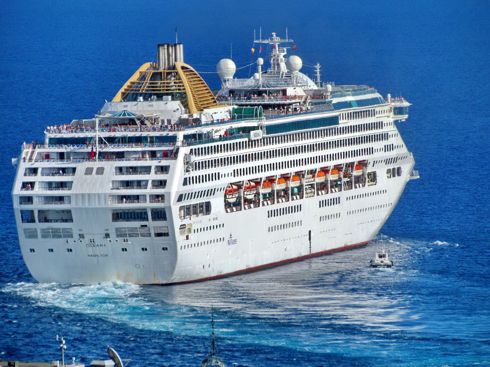 another cruise ship leaves the Funchal