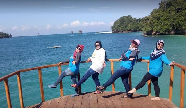 Pantai Tiga Warna Malang & Harga Tiket Masuk